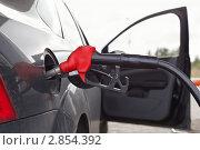 Купить «Заправка бензином на АЗС», фото № 2854392, снято 4 сентября 2011 г. (c) Кекяляйнен Андрей / Фотобанк Лори
