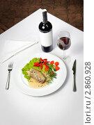 Купить «Мясное блюдо Пепе Верде и красное вино», фото № 2860928, снято 19 мая 2010 г. (c) Сергей Старуш / Фотобанк Лори