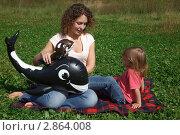 Купить «Женщина с ребёнком играют в парке», фото № 2864008, снято 1 сентября 2009 г. (c) Losevsky Pavel / Фотобанк Лори