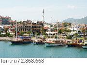 Туристические прогулочные яхты, порт Алании, Турция (2011 год). Редакционное фото, фотограф Кардаш Валерия / Фотобанк Лори