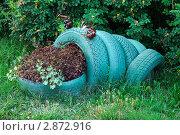 Купить «Клумба-лягушка из автомобильных покрышек», фото № 2872916, снято 22 июля 2011 г. (c) Вячеслав Палес / Фотобанк Лори
