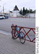 Ярославль. Городской пейзаж с велосипедом (2011 год). Редакционное фото, фотограф Илюхина Наталья / Фотобанк Лори