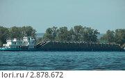 Купить «Баржа плывёт по Волге, Самара», видеоролик № 2878672, снято 19 августа 2011 г. (c) Павел Коновалов / Фотобанк Лори