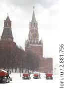 Купить «Снегоуборочная техника работает на Красной площади», фото № 2881756, снято 22 февраля 2010 г. (c) Losevsky Pavel / Фотобанк Лори