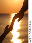 Купить «Силуэты рук двух людей на фоне заката», фото № 2882056, снято 29 июля 2010 г. (c) Losevsky Pavel / Фотобанк Лори