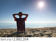 Купить «Женщина в шезлонге на пляже», фото № 2882204, снято 30 июля 2010 г. (c) Losevsky Pavel / Фотобанк Лори