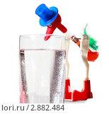 Купить «Детская игрушка, журавлик над стаканом воды», фото № 2882484, снято 23 января 2010 г. (c) Losevsky Pavel / Фотобанк Лори