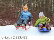 Купить «Девочка и мальчик катаются с горки на санках», фото № 2883488, снято 14 марта 2010 г. (c) Losevsky Pavel / Фотобанк Лори