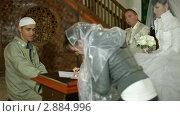 Купить «Свадебная церемония крымских татар в мечети», видеоролик № 2884996, снято 18 октября 2011 г. (c) Владимир Никулин / Фотобанк Лори