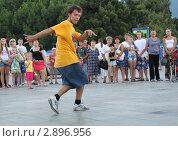 Уличный танцор (2011 год). Редакционное фото, фотограф Анна Нимченко / Фотобанк Лори