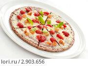 Купить «Пицца с клубникой», фото № 2903656, снято 8 июля 2011 г. (c) Лямзин Дмитрий / Фотобанк Лори