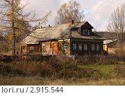 Купить «Домик в деревне в селе Улейма в Ярославской области», фото № 2915544, снято 22 октября 2011 г. (c) Елена Гаврилова / Фотобанк Лори