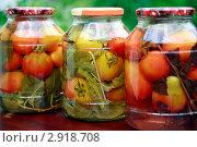 Купить «Помидоры в банках», фото № 2918708, снято 18 июля 2010 г. (c) Елена Ковалева / Фотобанк Лори