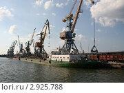 Купить «Бердянский порт», фото № 2925788, снято 10 июля 2011 г. (c) Александр Плахов / Фотобанк Лори