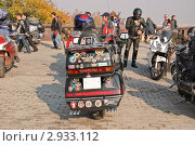 """Купить «Байкерская тусовка """"Смотряк"""". Мотоцикл """"Honda"""". Фрагмент», эксклюзивное фото № 2933112, снято 8 октября 2011 г. (c) Алёшина Оксана / Фотобанк Лори"""