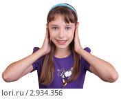 Девочка закрыла уши  руками. Стоковое фото, фотограф Нилов Сергей / Фотобанк Лори