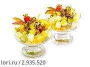 Купить «Фруктовый салат в креманках на белом фоне», фото № 2935520, снято 20 августа 2011 г. (c) Elnur / Фотобанк Лори