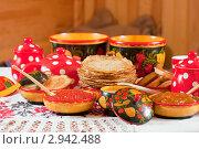 Купить «Блины с красной икрой и чай», фото № 2942488, снято 6 марта 2011 г. (c) Яков Филимонов / Фотобанк Лори