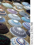 Купить «Красочная коллекция ермолок - традиционных головных уборов верующих евреев - на иерусалимском рынке», фото № 2943748, снято 10 мая 2011 г. (c) крижевская юлия валерьевна / Фотобанк Лори