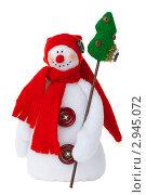 Снеговик с красным шарфом, самодельная игрушка. Стоковое фото, фотограф Иван Коваленко / Фотобанк Лори