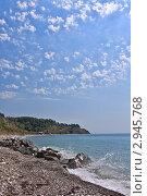 Купить «Легкие облака над черноморской бухтой», фото № 2945768, снято 2 сентября 2011 г. (c) Владимир Сергеев / Фотобанк Лори