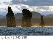Камчатка. Скалы Три Брата в Авачинской бухте (2011 год). Стоковое фото, фотограф А. А. Пирагис / Фотобанк Лори