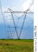 Купить «Высоковольтные электрические линии в поле», фото № 2946756, снято 5 июня 2011 г. (c) Rumo / Фотобанк Лори
