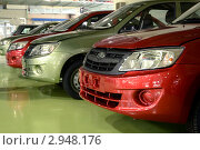 """Готовые автомобили """"Лада-Гранта"""" в сборочном цеху (2011 год). Редакционное фото, фотограф Иван Полушкин / Фотобанк Лори"""