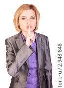 """Девушка показывает жестом """"тихо"""" Стоковое фото, фотограф Нилов Сергей / Фотобанк Лори"""