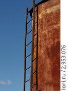 Ржавая металлическая конструкция с лестницей. Стоковое фото, фотограф Роман Угольков / Фотобанк Лори