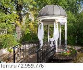 Купить «Беседка для свадебной церемонии», фото № 2959776, снято 24 сентября 2011 г. (c) Михаил Ворожцов / Фотобанк Лори