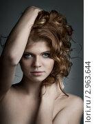 Купить «Красивая девушка с каштановыми вьющимися волосами», фото № 2963644, снято 14 июля 2011 г. (c) Алексей Многосмыслов / Фотобанк Лори
