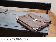Купить «Парта и портфель времен Второй мировой войны», фото № 2965232, снято 29 апреля 2010 г. (c) Igor Lijashkov / Фотобанк Лори