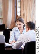 Купить «Деловые партнеры работают за ланчем в кафе», фото № 2965516, снято 18 октября 2011 г. (c) Raev Denis / Фотобанк Лори