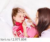 Купить «Больная девочка в красной пижаме и шарфе лежит в кровати с мамой», фото № 2971804, снято 21 декабря 2010 г. (c) Gennadiy Poznyakov / Фотобанк Лори