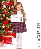Купить «Девочка в клетчатом платье держит письмо Деду Морозу на фоне новогодней ёлки», фото № 2971904, снято 21 ноября 2011 г. (c) Gennadiy Poznyakov / Фотобанк Лори