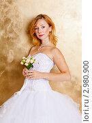Купить «Портрет невесты с цветами», фото № 2980900, снято 24 сентября 2018 г. (c) Ольга Хорькова / Фотобанк Лори