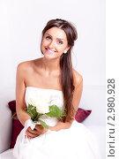 Купить «Портрет темноволосой невесты с букетом», фото № 2980928, снято 24 сентября 2018 г. (c) Ольга Хорькова / Фотобанк Лори