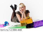 Купить «Молодая девушка с подарками», фото № 2988448, снято 13 ноября 2011 г. (c) Александр Фисенко / Фотобанк Лори