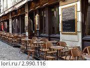 Купить «Уличное кафе в Париже без посетителей», фото № 2990116, снято 4 июня 2011 г. (c) Anna P. / Фотобанк Лори