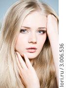 Купить «Портрет красивой девушки с длинными светлыми волосами», фото № 3006536, снято 22 октября 2011 г. (c) Вероника Галкина / Фотобанк Лори