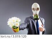 Купить «Аллергик в противогазе дарит цветы», фото № 3019120, снято 8 сентября 2011 г. (c) Elnur / Фотобанк Лори