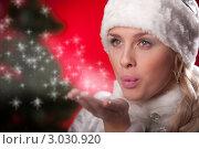 Купить «Красивая блондинка в шапке снегурочки посылает воздушный поцелуй», фото № 3030920, снято 10 декабря 2011 г. (c) Андрей Батурин / Фотобанк Лори