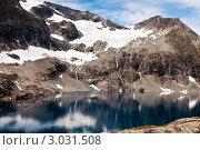 Купить «Озеро в горах», фото № 3031508, снято 1 августа 2011 г. (c) Роман Мухин / Фотобанк Лори