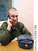 Купить «Молодой солдат разговаривает по мобильному телефону», фото № 3034140, снято 11 декабря 2011 г. (c) Сергей Лаврентьев / Фотобанк Лори