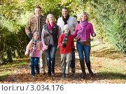 Купить «Счастливая большая семья на прогулке в осеннем парке», фото № 3034176, снято 18 октября 2018 г. (c) Monkey Business Images / Фотобанк Лори