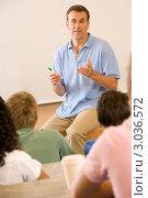 Купить «Преподаватель читает лекцию студентам», фото № 3036572, снято 18 июля 2007 г. (c) Monkey Business Images / Фотобанк Лори