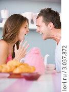 Купить «Мужчина и женщина кричат друг на друга за завтраком», фото № 3037872, снято 22 января 2007 г. (c) Monkey Business Images / Фотобанк Лори