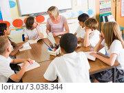 Купить «Учащиеся начальной школы с учителем на уроке», фото № 3038344, снято 30 марта 2000 г. (c) Monkey Business Images / Фотобанк Лори