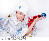 Снегурочка с новогодними шариками. Стоковое фото, фотограф Павел Сазонов / Фотобанк Лори